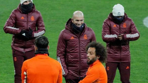 Zidane se reivindica y confía en que los jugadores salvarán su cabeza
