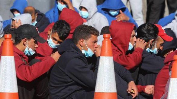 La Junta denuncia al Gobierno por trasladar a inmigrantes a Granada en vuelos fantasma