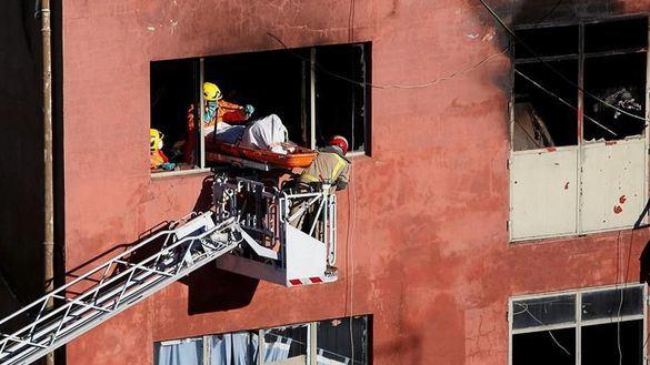 El derribo de la nave incendiada costará al Ayuntamiento de Badalona 119.000 euros