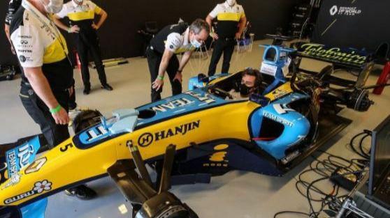 Fómula Uno. Fernando Alonso se exhibe con el R25 con el que ganó su primer Mundial