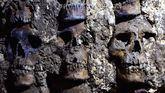 Halladas 119 calaveras en una torre azteca de cráneos en Tenochtitlan