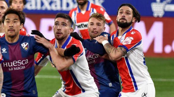 El Huesca frena al Alavés y toma oxígeno   1-0