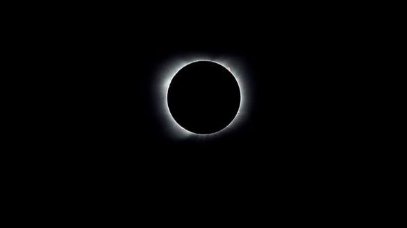 El único eclipse solar de 2020 oscurece gran parte de Sudamérica