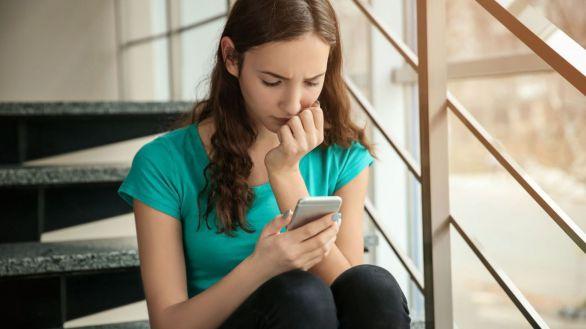 Más de 11.600 menores en riesgo de maltrato han pedido ayuda a través del Chat ANAR