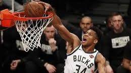 NBA. Antetokounmpo salta la banca en plena crisis: firma el contrato más alto de la historia