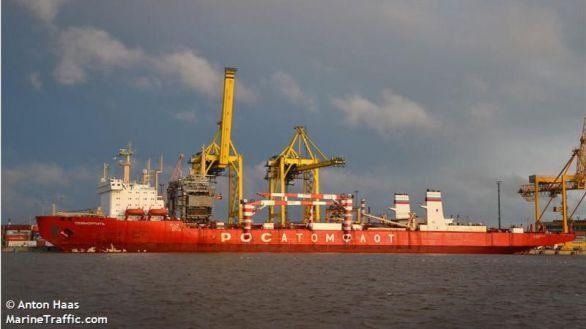 Salvamento Marítimo evacúa al capitán del carguero nuclear ruso que navega en Canarias
