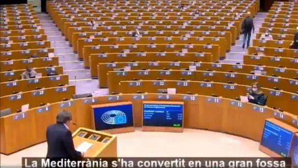 Puigdemont interviene en Bruselas ante un Parlamento vacío