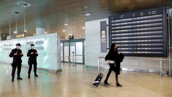 Media Europa prohíbe los vuelos con Reino Unido por temor a la nueva cepa del virus