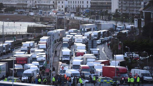 Francia moviliza 10.000 test para agilizar el paso de los camioneros