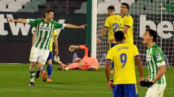 El Betis recupera posiciones e incrementa la dudas del Cádiz  1-0