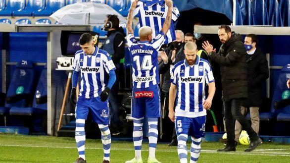 La pegada del Alavés supera al Eibar |2-1