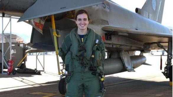 La teniente Elena Gutiérrez, primera mujer piloto de Eurofighter en España