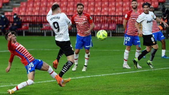 El Granada, testigo del seppuku de un Valencia que acabó con nueve  2-1