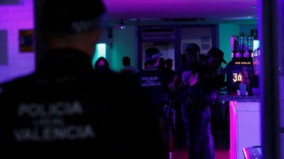 Cientos de personas multadas por fiestas ilegales y saltarse el toque de queda