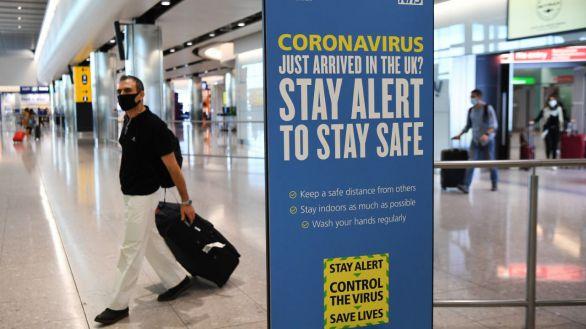 España amplía 14 días las restricciones a vuelos y barcos del Reino Unido