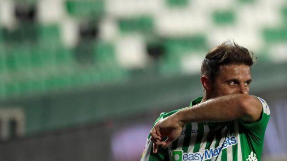 El Betis pierde a tres jugadores por Covid para el derbi con el Sevilla