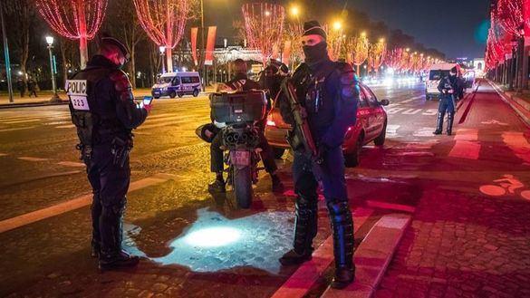 Francia en Nochevieja: casi 7.000 multas y varias fiestas masivas