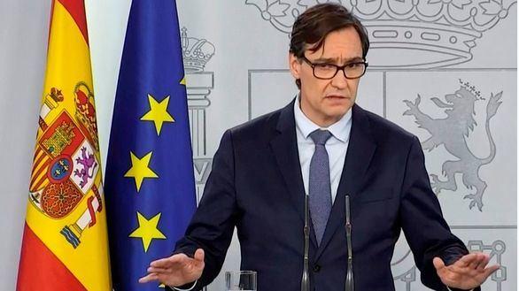 Aluvión de críticas a Illa por hacer campaña en Cataluña desde el cargo de ministro