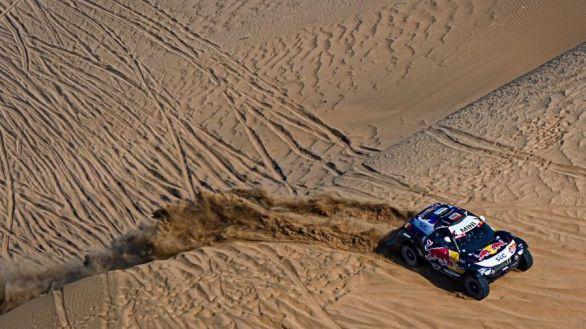 Rally Dakar. Peterhansel aguanta y Carlos Sainz estalla contra la organización