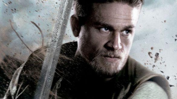 Imagen promocional de la película 'El rey Arturo: La leyenda de Excalibur', protagonizada por Charlie Hunnam.