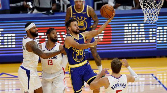 NBA. Curry se uniforma de MVP para alimentar a los Warriors
