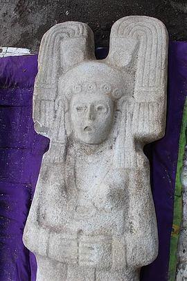Hallada en México una escultura prehispánica femenina completa de dos metros