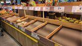 Estands vacíos en un supermercado de Madrid.