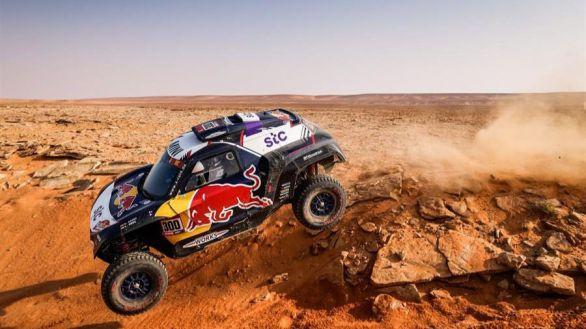 Rally Dakar. Carlos Sainz recorta a Peterhansel pero se empieza a resignar