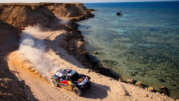 Rally Dakar. Sainz se ofrece como muleta de Peterhansel y Barreda no frena