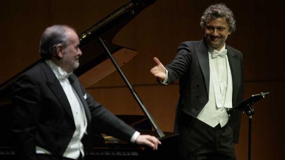 El tenor Jonas Kaufmann acompañado al piano por Helmut Deutsch.