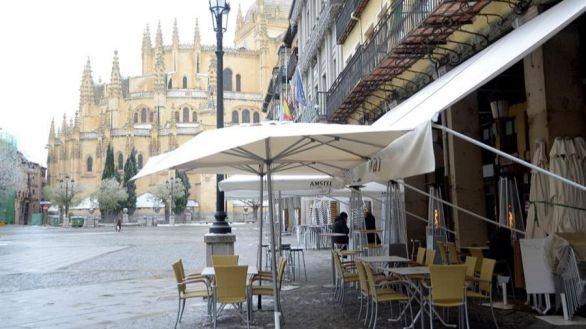 El Gobierno recurre el adelanto del toque de queda en Castilla y León, que lo mantiene en vigor