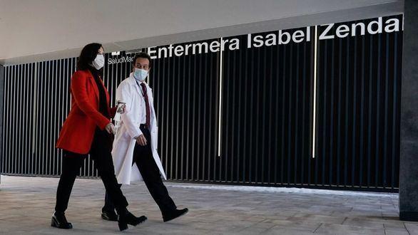 Ayuso solicita al Gobierno cerrar el aeropuerto de Barajas a Brasil y Sudáfrica