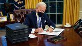 Biden firma 15 decretos para borrar el legado de Trump