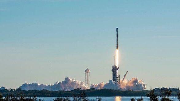 SpaceX logra un lanzamiento récord de 143 satélites en un cohete