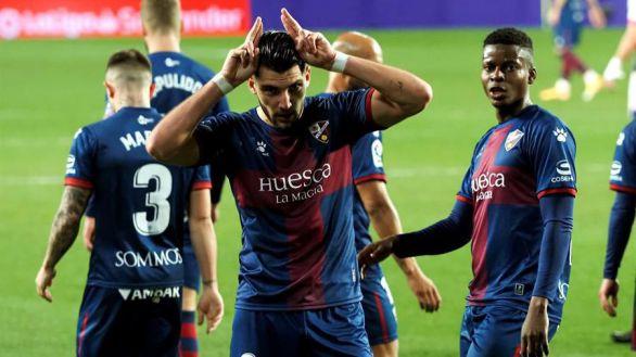 Un triplete de Rafa Mir da tres puntos de oro al Huesca |1-3