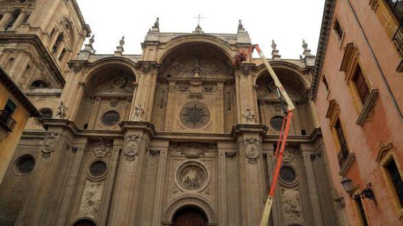 Los seísmos causan daños en pináculos de la Catedral de Granada