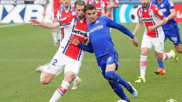 Getafe y Alavés se pierden entre las faltas y la espesura táctica  0-0
