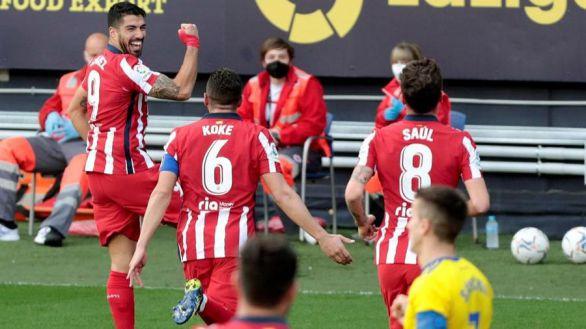 El Atlético mantiene blindado el liderato ante el Cádiz  2-4