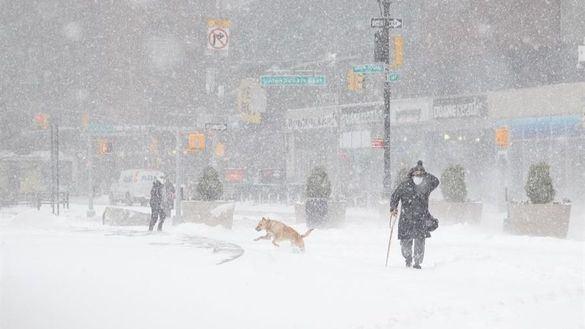 Nueva York y el noreste de EEUU empiezan a recuperarse del temporal de nieve