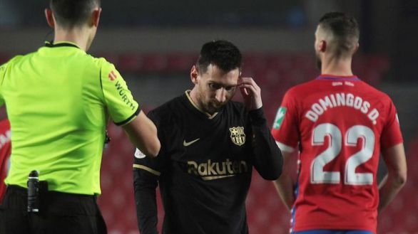 Copa del Rey. El arsenal del Barcelona supera a Umtiti, al VAR, a la madera y al Granada | 3-5
