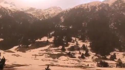 Lluvia de barro o de sangre: el polvo del Sahara tiñe la nieve de los Pirineos