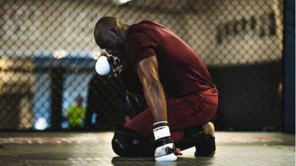 UFC 258. Usman deja atrás a Georges St-Pierre y descorcha el primer champán de 2021