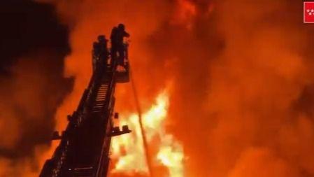 Impresionante incendio en una chatarrería en Leganés