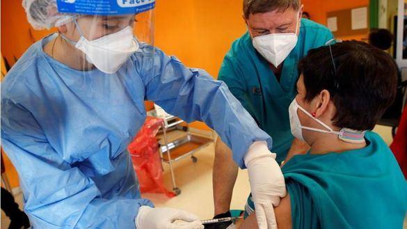 Madrid prevé vacunar a mayores de 70 años a partir de finales de marzo o principios de abril