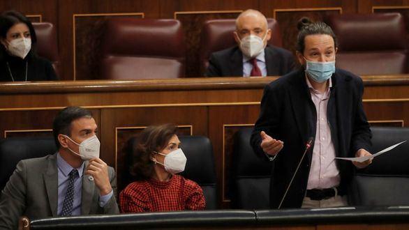 La bancada socialista no aplaude a Iglesias, que amenaza con dar la batalla en vivienda
