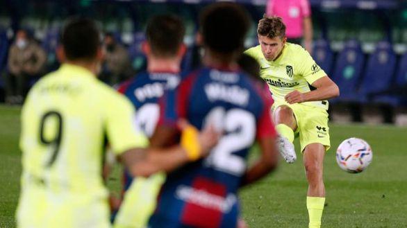El Atlético se pone al día sumando un solo punto a su colchón | 1-1