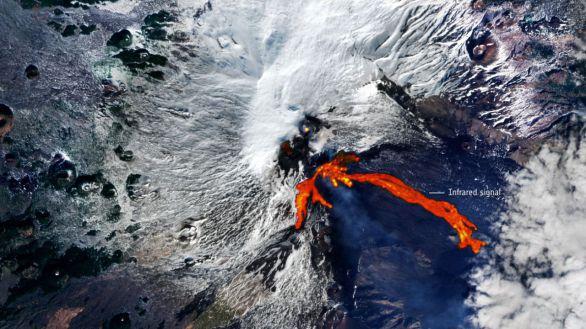 La ESA capta desde el espacio esta impactante imagen de la erupción del Etna