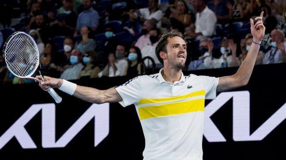 Abierto de Australia. Medvedev frena a Tsitsipas y se medirá a Djokovic por el título