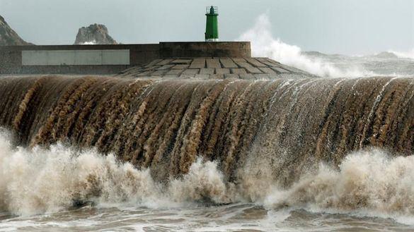 Hasta trece comunidades en alerta por las precipitaciones y el fuerte viento