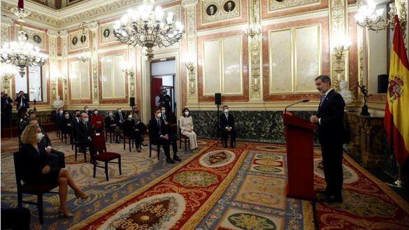 Felipe VI destaca el papel de su padre: 'Su firmeza y autoridad fueron determinantes para el triunfo de la democracia'